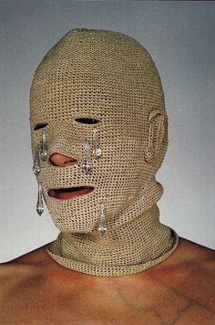 Cristiano Bianchin | Pioggia, 2000, testa in fibre di canapa monocroma intrecciata, vetro di Murano, acciaio, stoffa e carta, cm 36x20x24.