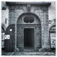 #oldtown #prague #praha #praga #praga #iphone #gate #door #portaseportoes #history #heritage #architecture #art #sculpture #statue #photos #myphoto #today #2017 #photos #photography #old