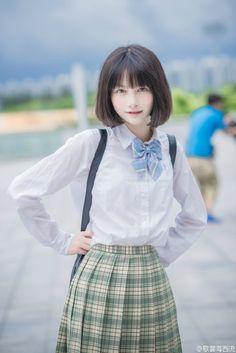 You will not resist the beauty of this girl Tap Photo! School Girl Japan, Japan Girl, Japanese School Uniform, School Uniform Girls, Girls Uniforms, Cute Japanese Girl, Asia Girl, Scene Hair, Kawaii Girl