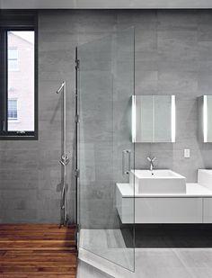 Floating counter very nice. Ładne płytki na ścianie. Podobają mi się w połączeniu z drewnem pod prysznicem.