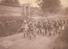 """Russian soldiers of the China Relief Expedition """"Boxer Rebellion"""", in route step, circa 1900. Boxers, American Boxer, Boxer Rebellion, World Conflicts, Military Drawings, Imperial Russia, Countries Of The World, Military History, Troops"""