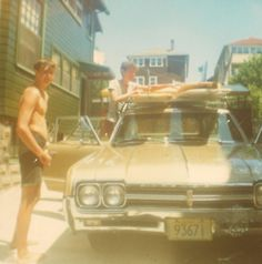 This photograph just fills me with summery happiness! Retro Surf, Vintage Surf, Surf Shack, Beach Shack, Surf Posters, 70s Aesthetic, Surfer Dude, Summer Surf, California Cool