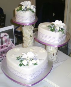heart shaped wedding cakes with white flowers