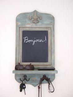 What a cute little piece to throw your clutter on :)