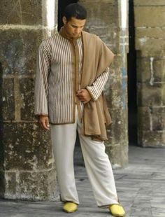 Jabador homme avec sfifa 2015 2016 Middle Eastern Clothing, Middle Eastern Men, Kaftan Men, Style Masculin, Desert Fashion, Arab Men, Mens Attire, Islamic Clothing, Traditional Fashion