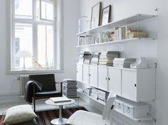 Scopri Scaffale String Plex Pocket -/ L 60 x H 50 cm, Bianco / Montanti trasparenti di String Furniture, Made In Design Italia