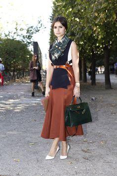 Estética retro. Fotos street style Paris Fashion Week: Miroslava Duma