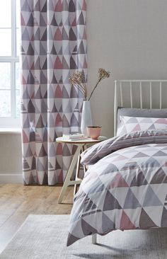 Contemporary designer style curtain with grey and pink triangle design for a nordic/scandi bedroom Scandi Bedroom, Rustic Bedroom Design, Bedroom Decor, Bedroom Ideas, Modern Bedroom, Grey Curtains Bedroom, Dusky Pink Curtains, Triangle Design, Pink Triangle