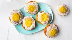 Melkefrie skoleboller Pavlova, Eggs, Breakfast, Food, Morning Coffee, Essen, Egg, Meals, Yemek