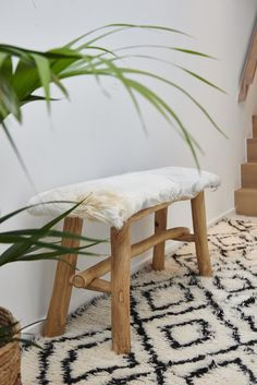 Bench with goat skin Bloomingville, rug HK Living