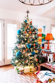 🌟Tante S!fr@ loves this📌🌟Holiday Home Tour Orange Christmas Tree, Ribbon On Christmas Tree, White Christmas, Christmas Decorations, Holiday Decor, Christmas Trees, Christmas Christmas, Beautiful Christmas, Tree Decorations