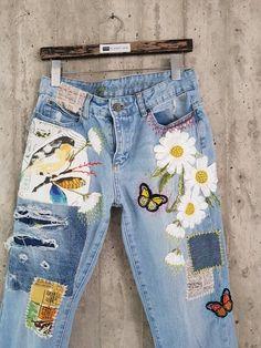 Diy Jeans, Jeans Levi's, Jeans Button, Patch Jeans, Vintage Jeans, Jean Vintage, Painted Jeans, Painted Clothes, Hand Painted