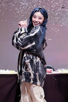 """'reality in BLACK' dongjak fansign ♡ 191129 © wheebe (do not edit or remove the logo) "" South Korean Girls, Korean Girl Groups, Queens, Wheein Mamamoo, Gfriend Sowon, You Are Cute, Girl Celebrities, Beautiful Voice, Rainbow Bridge"