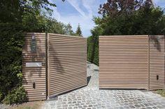 55 Gorgeous Gabion Fence Design for Garden Ideas - redecorationroom Modern Landscape Design, Modern Landscaping, Backyard Landscaping, Backyard Gates, Driveway Gate, Tor Design, Fence Design, Front Gates, Entrance Gates