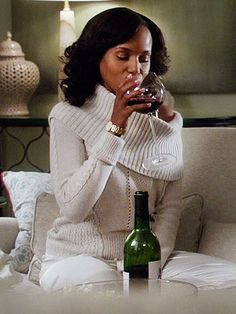 Celebrate the return of Scandal with six wine and popcorn pairings that even Olivia Pope would approve of. Olivia Pope Wardrobe, Olivia Pope Outfits, Olivia Pope Style, Sarah Jessica Parker, Blake Lively, Jennifer Aniston, Trends 2018, Olivia Pope Quotes, Scandal Fashion