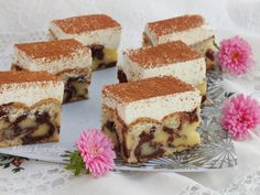 A recept megjelent a 2013 áprilisi Erdélyi konyhában Orbán Rozáliától.  Edó  is elkészítette.    Hozzávalók a tésztához:  25 dkg liszt,... Sweet Cookies, Tiramisu, Muffin, Food And Drink, Cooking Recipes, Sweets, Baking, Ethnic Recipes, Cakes