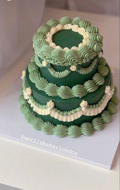 Pretty Birthday Cakes, Pretty Cakes, Beautiful Cakes, Amazing Cakes, Frog Cakes, Cupcake Cakes, Pastel Cakes, Cute Baking, Gateaux Cake