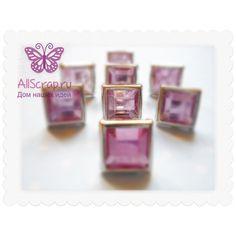 Брадс квадратные с розовыми кристаллами в серебристой оправе, размер 8х8 мм.