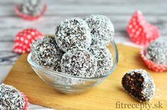 RAW KULIČKY  Mám rada jednoduché a rýchle dobroty, a preto dnes vznikli tieto perfektné Raw Lamington guličky.Sú ideálne pre nečakané návštevy alebo ak sa k niekomu chystáte a nestíhate vypekať. Prečo lamington? Pretože chuťovo úplne pripomínajú kokosové ježe – Lamingtonky. Guličky sú bez pridanej múky a cukru. Vyskúšajte ich a určite si ich zamilujete. Tip: V prípade […]