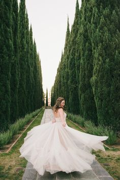 Modernly Romantic California Wedding - MODwedding Fairytale Wedding Day of Gal Wedding Greystone Mansion Wedding Bluebell Florals Huntington Catering RedShoe LA DJ My One Love photography fairytale wedding dress Stunning Wedding Dresses, Princess Wedding Dresses, Wedding Dress Styles, Dream Wedding Dresses, Wedding Gowns, Bridal Gowns, Mod Wedding, Chic Wedding, Wedding Couples