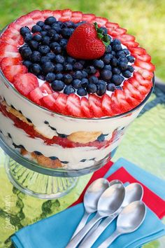 Everyone knows that the best part of dinner is dessert. These healthy dessert recipes yeild irresistable confections. Sweet treats you'll love to eat! Trifle Dish, Trifle Desserts, Trifle Recipe, Dessert Recipes, Trifle Cake, Trifle Pudding, Fruit Dessert, Cupcake Recipes, Dessert Ideas