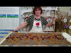 Ťahaná štrúdľa od pani Gabiky z Jarnej. Baking Videos, Strudel, Great Recipes, Cake Decorating, Childhood, Youtube, Food, Sweet, Fine Dining