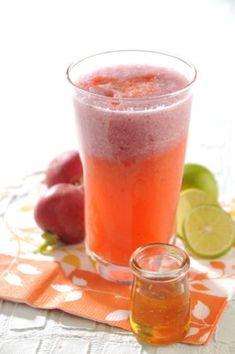 JUGO CONTRA ASMA Y ALERGIAS. Ahora que el clima es tan cambiante te presentamos el jugo ideal , puedes tomarlo 2 veces a la semana al menos por un mes. Ingredientes:  2 rabanitos, el jugo de 2 limones, 1 cda de miel, 1/2 taza de agua. Lava bien los rábanos, pásalos por el extractor , exprime el jugo de los limones , mezcla todo y añade el agua, sirve y toma recién hecho procura tomarlos diariamente.