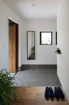 Decor - Just another WordPress site Room Interior, Interior And Exterior, Interior Design, Beton Design, Natural Interior, Yellow Houses, House Entrance, Japanese House, Minimalist Interior