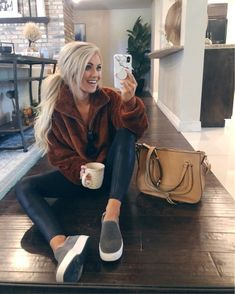 Cozy and comfy casual weekend outfit. Look Fashion, Fashion Outfits, Womens Fashion, Fashion Tips, Fall Fashion, Ladies Fashion, Fashion Videos, Fashion Websites, Fashion Stores
