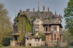 Agatha Faversham's Haunted House---Urbexery Abandoned Places