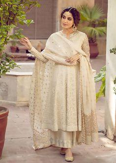 Pakistani Fashion Party Wear, Pakistani Formal Dresses, Shadi Dresses, Pakistani Dress Design, Pakistani Outfits, Nikkah Dress, Indian Bridal Outfits, Indian Fashion Dresses, Dress Indian Style