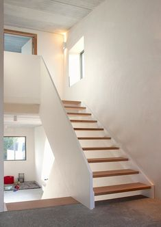 Shining Concrete Ceiling House with White Interior and Brick Wall: Charming Wooden Floating Staircase Design At Inside The Wall House With White Balustrade With Concrete Stairs Landing ~ HKSTANDARD Architecture Inspiration Concrete Staircase, Floating Staircase, Wooden Staircases, Modern Staircase, Staircase Design, Concrete Ceiling, Spiral Staircases, Interior Stairs, Interior Exterior