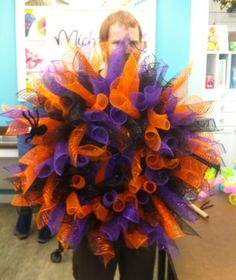 A class I taught on how to make curly mesh wreath. Customers love the mesh wreath at our store. Halloween mesh wreath