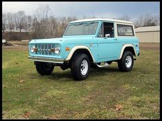 1971 Ford Bronco- I'd die for this! It an old 70s truck.. My obsession is getting a little weird!