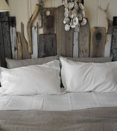 Setting for Four: Rustic Chic: 12 Reclaimed Wood Bedroom Decor Ideas Driftwood Headboard, Beach Headboard, Reclaimed Wood Bedroom, Reclaimed Furniture, Timber Furniture, Reclaimed Timber, Salvaged Wood, Weathered Wood, Barn Wood