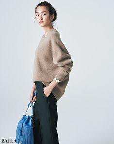 【あか抜けフェミニン】ミルクティーニットは6カラーのボトムで印象チェンジ|@BAILA|おしゃれ感度の高い30代に向けてファッション、ビューティ、ライフスタイル、結婚、恋愛等のリアルを届けるサイト Long Dress Fashion, Winter Fashion Outfits, Spring Fashion, Autumn Fashion, Workwear Fashion, Work Fashion, Business Casual Outfits, Basic Outfits, Japan Fashion