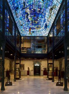 """Patio interior del Museo Art Nouveau y Art Déco Casa Lis (Salamanca) """"Los mundos nuevos deben ser vividos antes de ser explicados."""" (Alejo Carpentier)"""