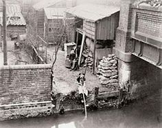 Somewhere on the Bow Back Waters around It was originally called Stratford… Victorian London, Vintage London, Old London, Victorian Life, Old Images, Old Pictures, Old Photos, London Pictures, London Photos