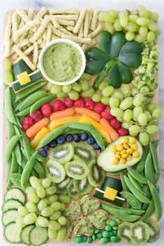 Great for adults as an appetizer or kids as an after-school snack on St. Can you find the two leprechaun hats, pot of gold and two shamrocks? recipes for a crowd entertaining St. Patrick's Day Snack Board Fete Saint Patrick, Sant Patrick, St Patrick Day Snacks, Charcuterie And Cheese Board, Charcuterie Recipes, Cheese Boards, Courge Spaghetti, St Patricks Day Food, St Patricks Day Snacks For School