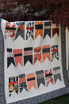 Halloween flags quilt made using Diary of a Quilter Summer Bunting quilt pattern