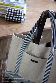 저에용^^ 오늘은 국민가방만들기... 재봉틀 기초 과정에서 꼭 한번 만들어 보는 가방이에요. 홈패...