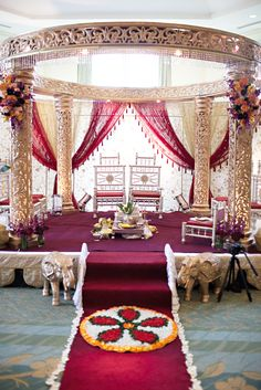 Indian Wedding: Smriti & JB, indian wedding decor, indian mandap #shaadibazaar #love #wedding i want this mandap!