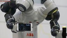 Un robot dirigió una orquesta sinfónica y eclipsó al tenor Andrea Bocelli