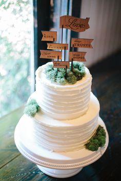 Simple Rustic Wedding Cake With Moss Details | Plantation Wedding in Charleston | Riverland Studios