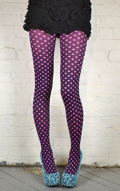 Polka dot tights ~ not my style, but wow! Grunge Look, Grunge Style, 90s Grunge, Soft Grunge, Grunge Outfits, Colored Tights, Patterned Tights, Polka Dot Tights, Pink Polka Dots