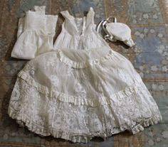 BABY-DRESS-CHRISTENING-HAND-EMBROIDERY-ON-TULLE-END-OF-THE-CENTURY-XIX