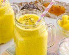 Smoothie à l'ananas, mangue et curcuma pour petit déjeuner détox : http://www.fourchette-et-bikini.fr/recettes/recettes-minceur/smoothie-lananas-mangue-et-curcuma-pour-petit-dejeuner-detox.html