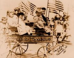 How to Decorate with an Americana Theme 4th Of July Parade, 4th Of July Celebration, Fourth Of July, Vintage Photographs, Vintage Photos, America Pride, Patriotic Pictures, 4th Of July Fireworks, Patriotic Decorations