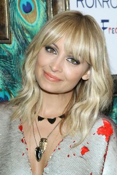Hair-Inspiration: Thinking about bangs like Nicole RIchie Hairstyles With Bangs, Pretty Hairstyles, Blonde Fringe Hairstyles, Bangs Hairstyle, Latest Hairstyles, Blonde Balayage Mid Length, Balayage Hair, Blonde Hair With Fringe, Full Fringe Bangs