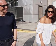 Emmys 2016. Priyanka Chopra & Tom Hiddleston. Source: Torrilla (full size: http://ww4.sinaimg.cn/large/6e14d388gw1f7xh247zqaj20qo0hujtg.jpg ) #Emmys16